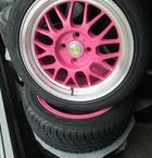 Eros pink 7x15 4x100 ET30 monteret med Barum Bravuris 2 195/()