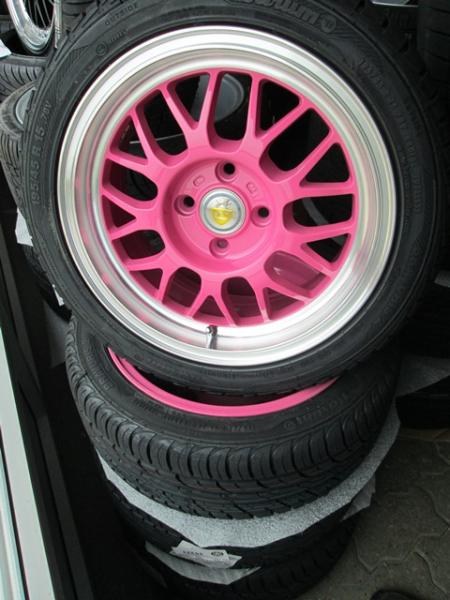 Eros pink 7x15 4x100 ET30 monteret med Barum Bravuris 2 195/